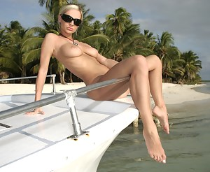 Free Girls Boat Porn Pictures