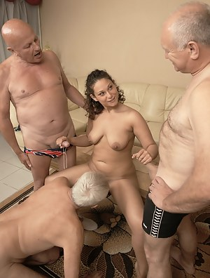 Free Girls Foursome Porn Pictures