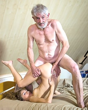 Free Old vs Girl Porn Pictures